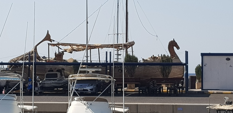 Historisch schip in de haven van Aqaba