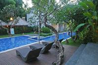 Grand Sunti zwembad Ubud Indonesie