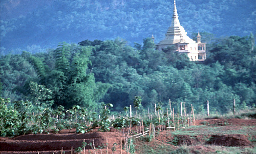 Intro - platteland en tempel in Laos