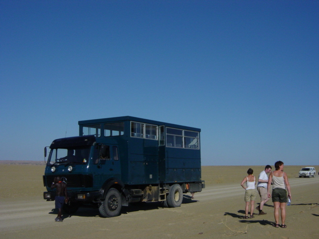 Skeleton Coast - truck in verlaten landschap